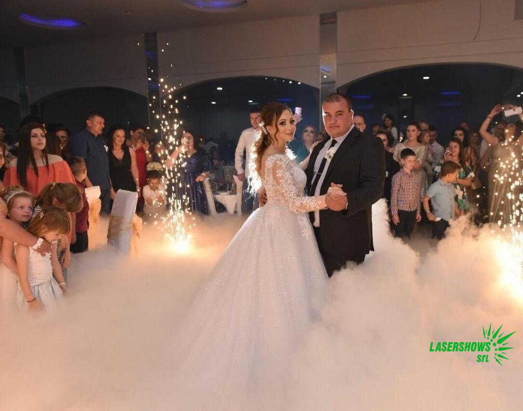 Тежък дим на първи сватбен танц